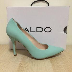 ALDO Ybuvia leather heels mint green pointed toe